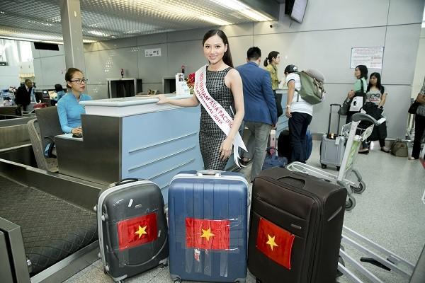 Chúng Huyền Thanh tiễn Hoàng Thu Thảo dự thi HH Châu Á Thái Bình Dương 2016 ảnh 3