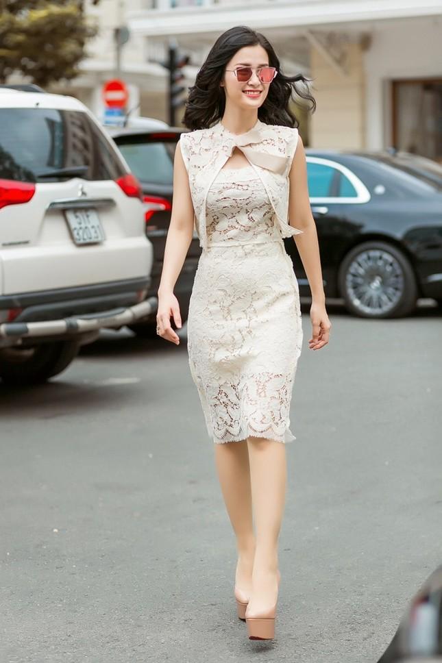 Đông Nhi ngày càng xinh đẹp và quyến rũ với phong cách thanh lịch ảnh 6