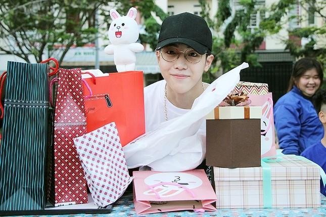 Toki (Uni5) được fan tổ chức sinh nhật bất ngờ ảnh 3