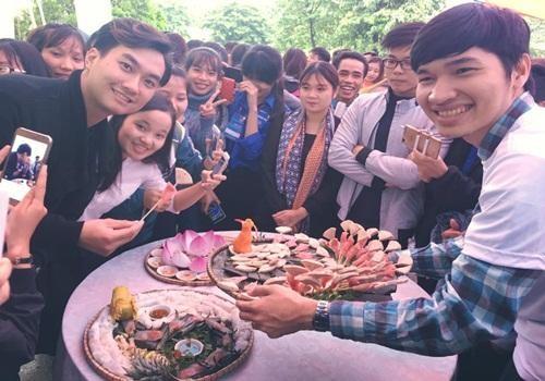 4.Diễn viên Phạm Anh Tuấn lần đầu đồng hành với chương trình và được sinh viên chào đón nồng nhiệt.