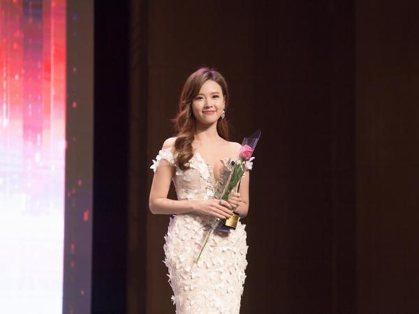Midu được nhận giải diễn viên Châu Á xuất sắc.