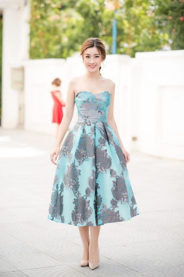 Ngắm vẻ đẹp tinh khôi của Hoa hậu Mỹ Linh trong chiếc đầm của NTK Hoàng Hải ảnh 4