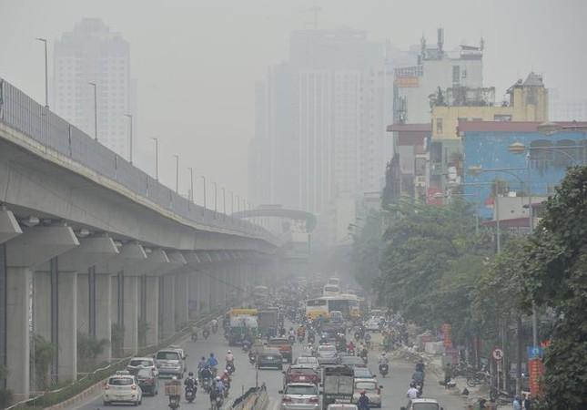 """Cứ ngỡ sương mù mùa Thu, hoá ra Hà Nội đang """"mù mịt"""" trong... khói bụi ảnh 4"""