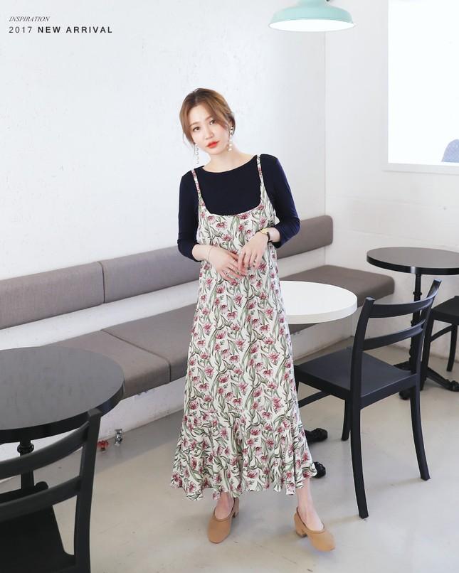 5 mẫu váy đang được các tín đồ thời trang châu Á diện nhiều nhất khi tiết trời se lạnh ảnh 2