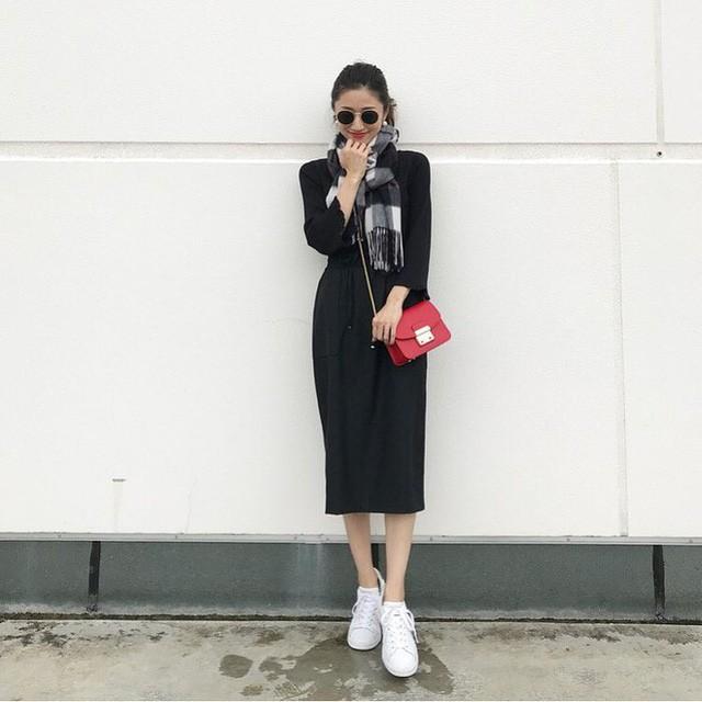 5 mẫu váy đang được các tín đồ thời trang châu Á diện nhiều nhất khi tiết trời se lạnh ảnh 7