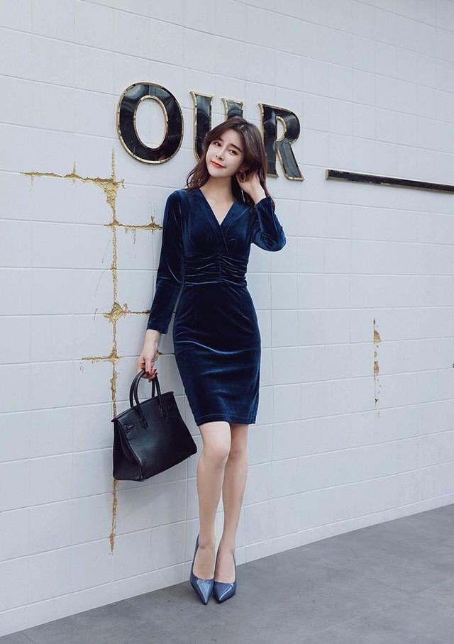 5 mẫu váy đang được các tín đồ thời trang châu Á diện nhiều nhất khi tiết trời se lạnh ảnh 8