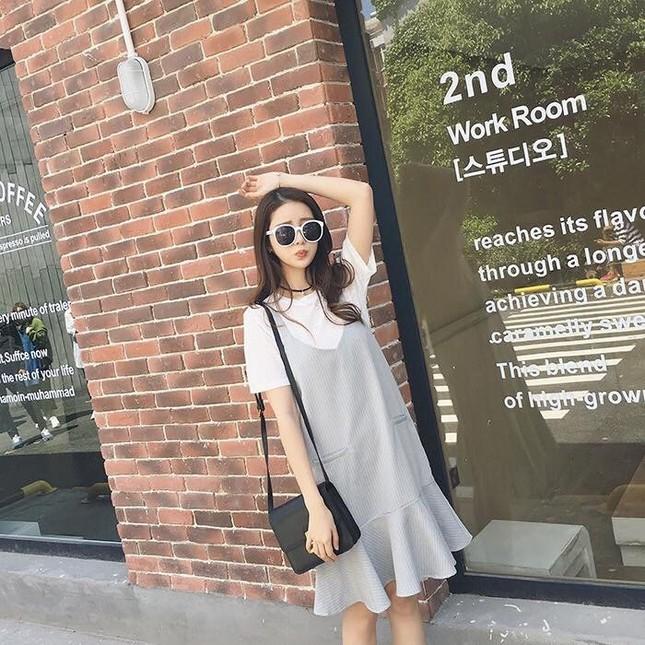 5 mẫu váy đang được các tín đồ thời trang châu Á diện nhiều nhất khi tiết trời se lạnh ảnh 1