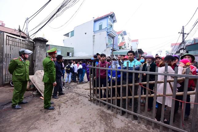Bắc Ninh: Nổ kho phế liệu, hai em nhỏ tử vong, nhiều nhà nát vụn, vỏ đạn bay khắp làng ảnh 6