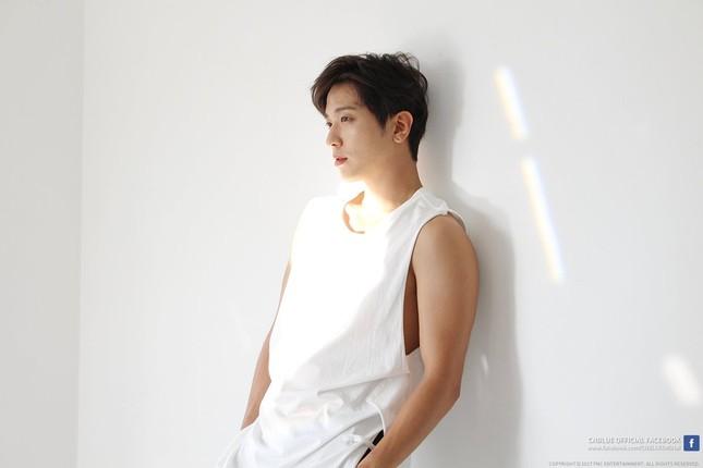 """Giữa """"bão"""" scandal, Yonghwa (CNBLUE) tuyên bố nhập ngũ và hủy bỏ toàn bộ tour diễn nước ngoài ảnh 2"""