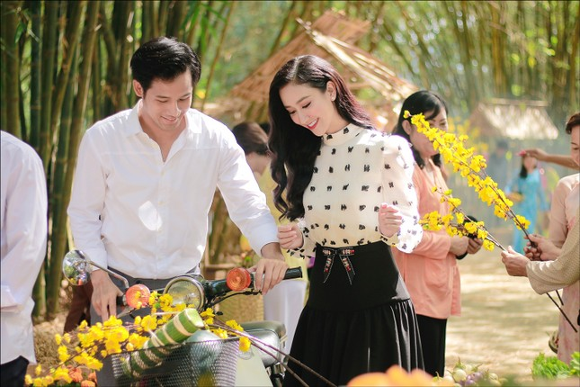 """""""Hoa hậu Bolero"""" Hà Thu tung MV """"Xuân đẹp làm sao"""" nhân ngày vui cả nước  ảnh 4"""