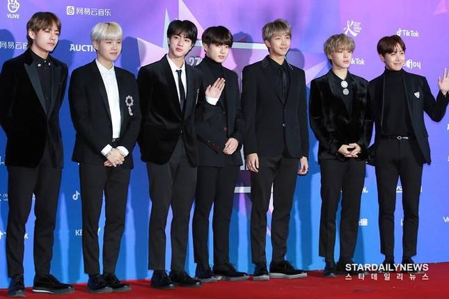 """Wanna One, BTS siêu lịch lãm trên thảm đỏ """"Seoul Music Awards"""" nhưng Super Junior mới gây ấn tượng nhất ảnh 4"""