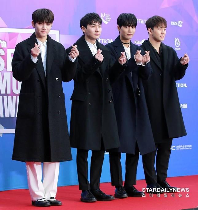"""Wanna One, BTS siêu lịch lãm trên thảm đỏ """"Seoul Music Awards"""" nhưng Super Junior mới gây ấn tượng nhất ảnh 8"""