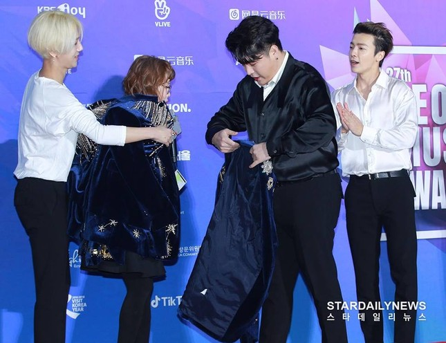 """Wanna One, BTS siêu lịch lãm trên thảm đỏ """"Seoul Music Awards"""" nhưng Super Junior mới gây ấn tượng nhất ảnh 2"""
