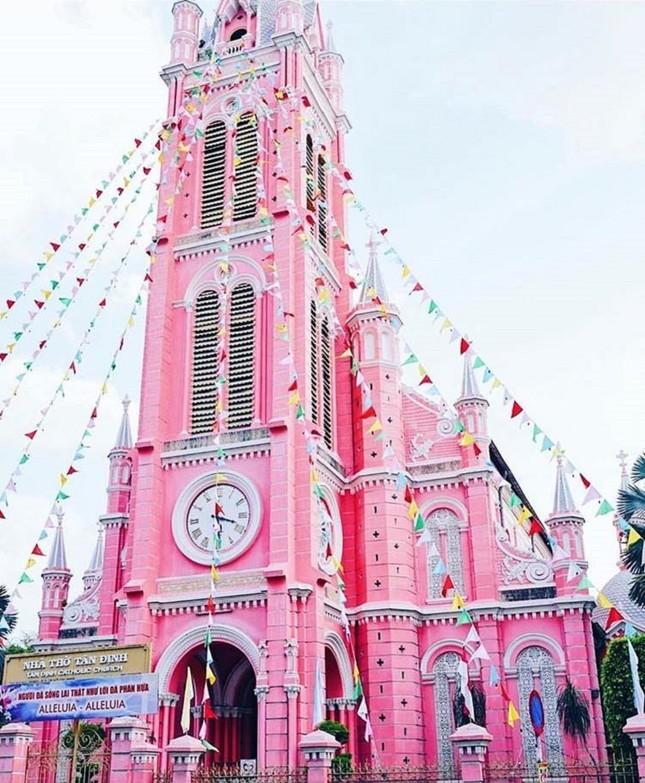 Không chỉ teen Việt, mà teen quốc tế cũng thích mê nhà thờ màu hồng này ảnh 3