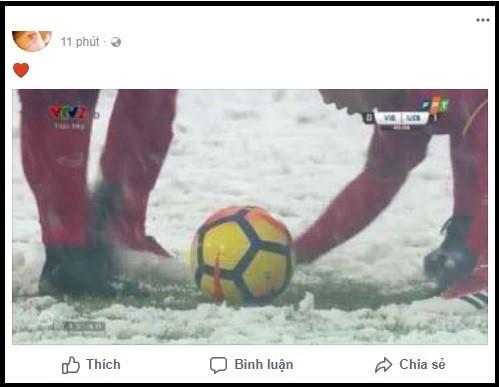 Khoảnh khắc xúc động: Văn Thanh cùng đồng đội dùng tay cào tuyết để Quang Hải ghi bàn! ảnh 2
