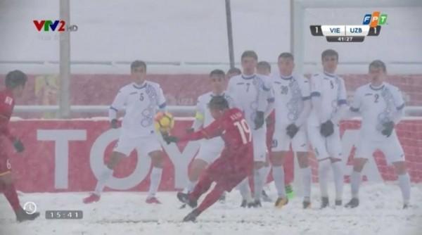 Khoảnh khắc xúc động: Văn Thanh cùng đồng đội dùng tay cào tuyết để Quang Hải ghi bàn! ảnh 7