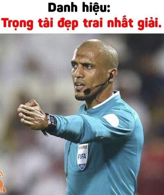 """Cười """"té ghế"""" với ảnh chế Ahmed Alkaf - trọng tài """"soái ca"""" công tâm nhất giải U23 châu Á ảnh 4"""
