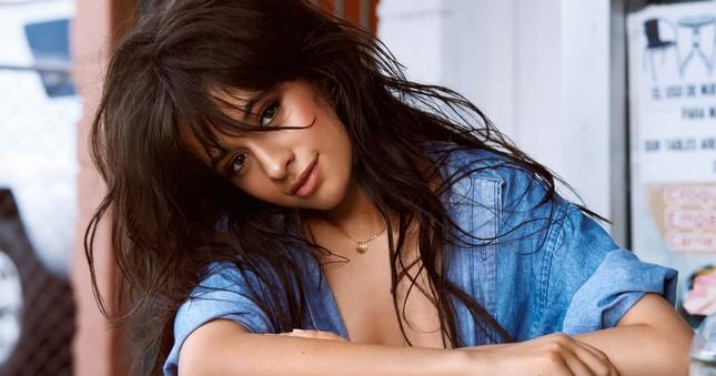 Camila Cabello lần đầu tiên trình diễn tại Grammy với tư cách là nghệ sĩ solo.
