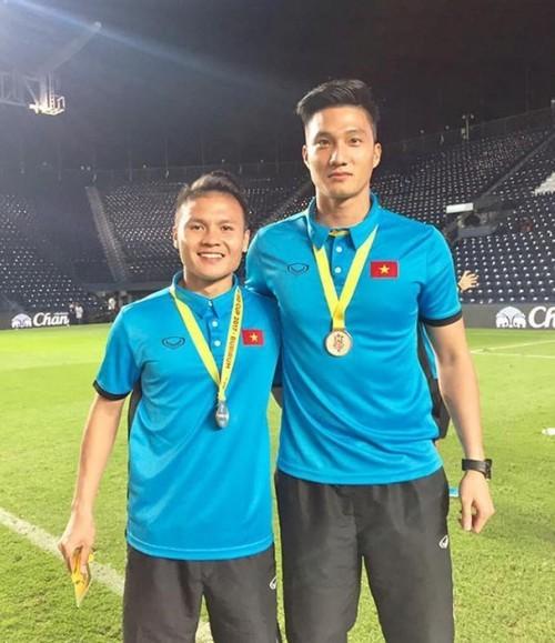 Thủ môn dự bị U23 Việt Nam gây sốt vì điển trai và tài năng không kém Bùi Tiến Dũng ảnh 1