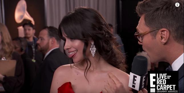 Hành động tinh nghịch của Camila đã không thể thoát khỏi ánh mắt của người hâm mộ.