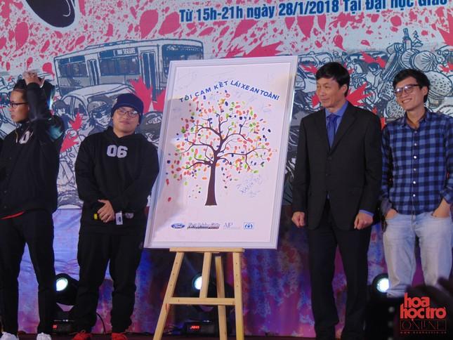 """Hà Nội: Giới trẻ Hà thành """"bùng cháy"""" với những tiết mục cực chất tại """"Còi Show"""" ảnh 5"""