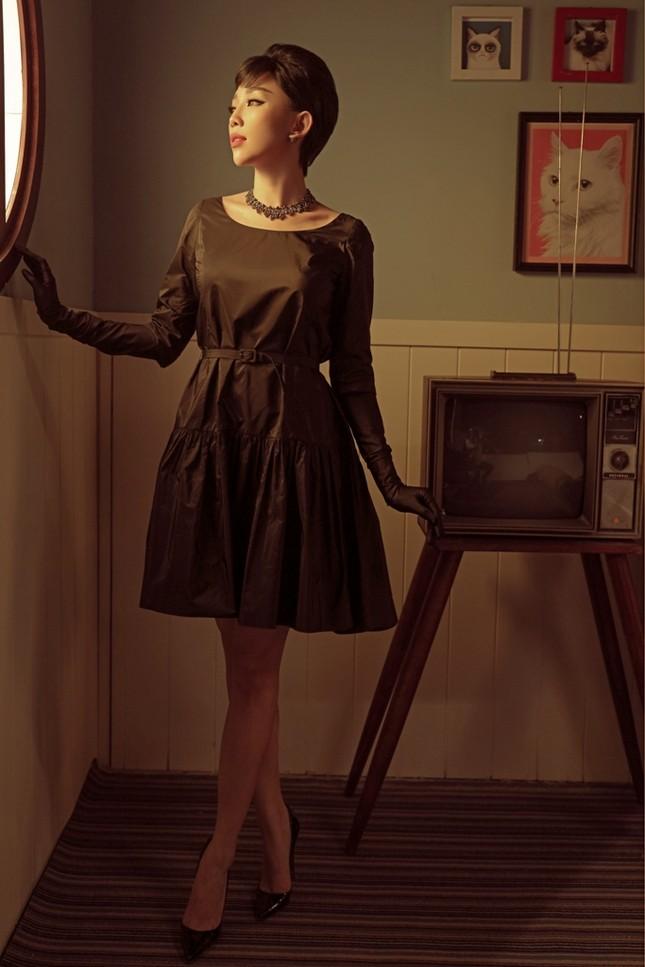 Tóc Tiên hóa thành huyền thoại Audrey Hepburn trong bộ ảnh mang phong cách retro ảnh 2