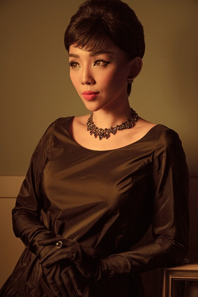 Tóc Tiên hóa thành huyền thoại Audrey Hepburn trong bộ ảnh mang phong cách retro ảnh 1