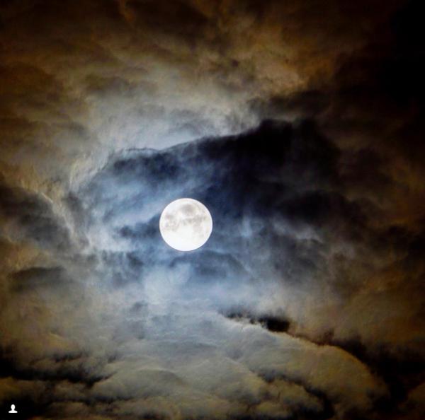 Giới trẻ khắp thế giới thích thú khoe ảnh chụp hiện tượng thiên văn thế kỷ: Siêu Trăng xanh máu ảnh 2
