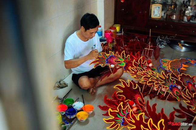 Gia đình hơn 50 năm làm lồng đèn giấy kiếng khổng lồ ở Sài Gòn. ảnh 2