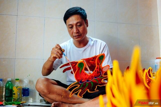 Gia đình hơn 50 năm làm lồng đèn giấy kiếng khổng lồ ở Sài Gòn. ảnh 5