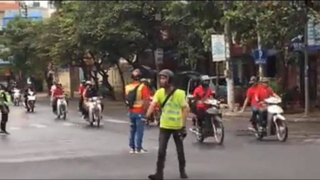 Công an truy tìm nhóm phượt thủ chặn đường để đoàn xe của mình qua ngã tư như xe ưu tiên ảnh 3