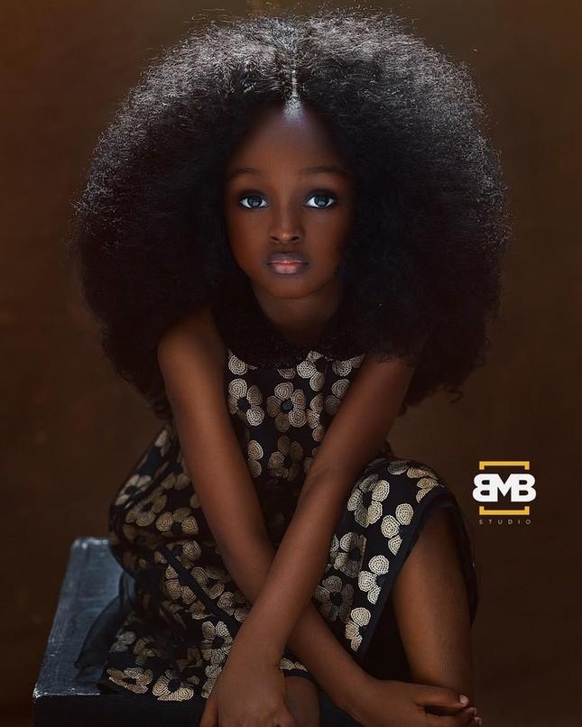 """Chiêm ngưỡng vẻ đẹp """"phá vỡ mọi quy chuẩn"""" của cô bé 6 tuổi đến từ Nigeria ảnh 1"""