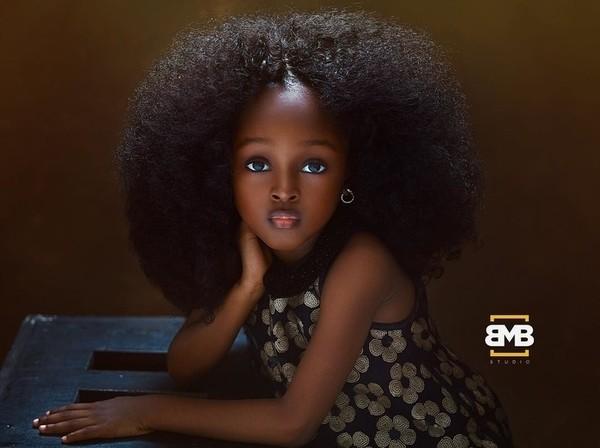 """Chiêm ngưỡng vẻ đẹp """"phá vỡ mọi quy chuẩn"""" của cô bé 6 tuổi đến từ Nigeria ảnh 2"""