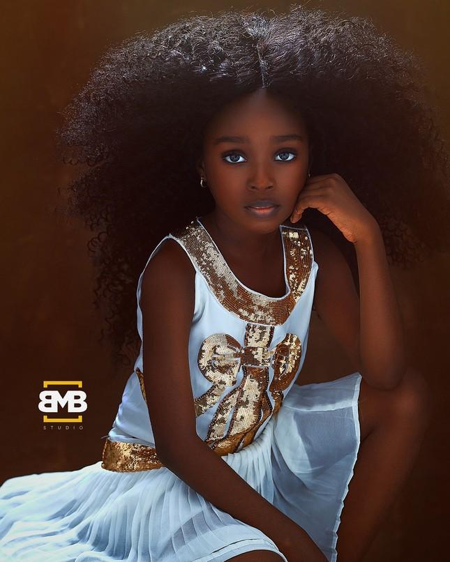 """Chiêm ngưỡng vẻ đẹp """"phá vỡ mọi quy chuẩn"""" của cô bé 6 tuổi đến từ Nigeria ảnh 5"""