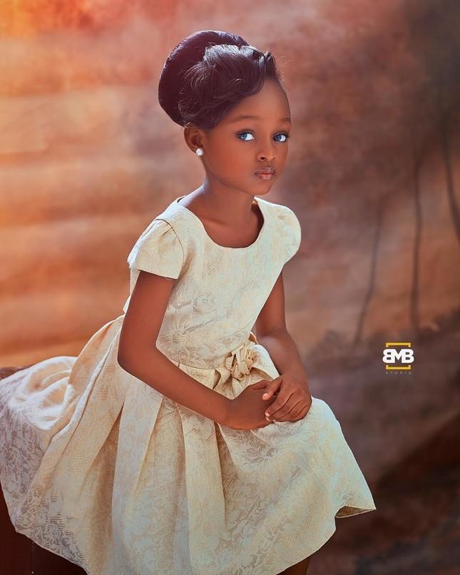 """Chiêm ngưỡng vẻ đẹp """"phá vỡ mọi quy chuẩn"""" của cô bé 6 tuổi đến từ Nigeria ảnh 7"""