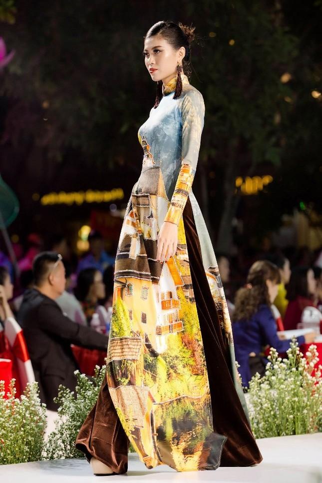 """BST áo dài mang thông điệp bảo vệ môi trường gây chú ý tại """"Lễ hội Áo dài TP.HCM 2019"""" ảnh 4"""
