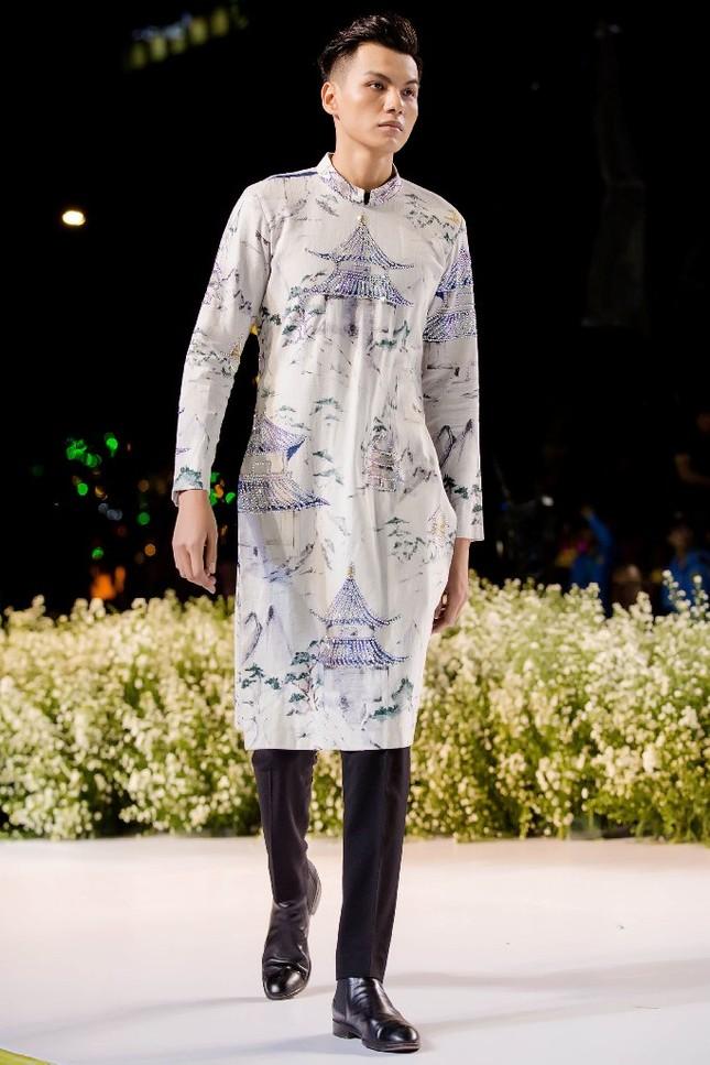 """BST áo dài mang thông điệp bảo vệ môi trường gây chú ý tại """"Lễ hội Áo dài TP.HCM 2019"""" ảnh 6"""