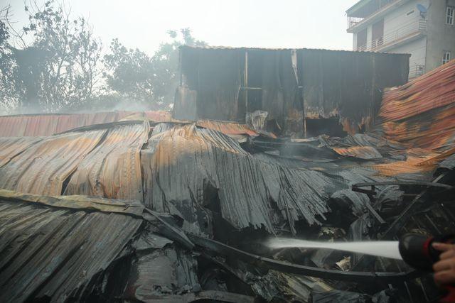 Hình ảnh hiện trường vụ cháy kinh hoàng làm 8 người chết và mất tích ảnh 2