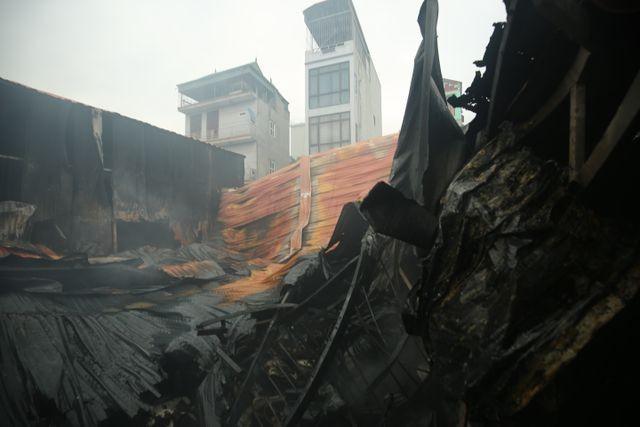 Hình ảnh hiện trường vụ cháy kinh hoàng làm 8 người chết và mất tích ảnh 4