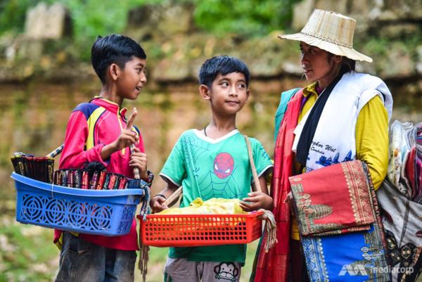 Cậu bé bán hàng rong nói 16 thứ tiếng sang Trung Quốc học tập ảnh 2