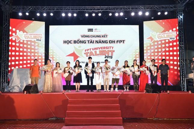 """Nêu thông điệp """"cứu trái đất"""", nữ sinh Hà Nội giành Quán quân cuộc thi tài năng ĐH FPT ảnh 1"""
