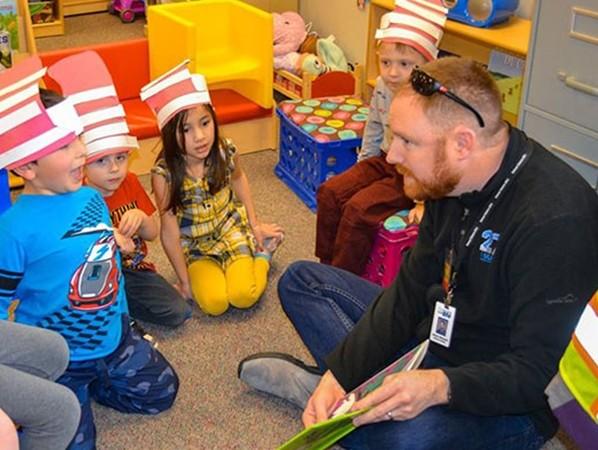 Một tiết học tập trung vào khả năng sáng tạo, phát minh, dành cho học sinh nhỏ tuổi ở học khu 27J.