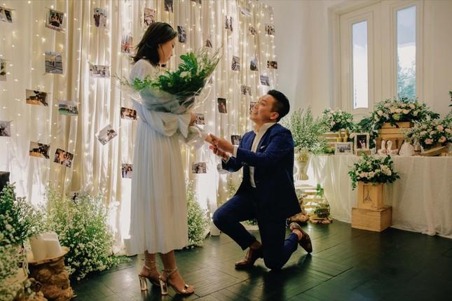 Những bí mật đằng sau buổi cầu hôn lãng mạn của MC Hà Trinh và bạn trai Việt kiều ảnh 6