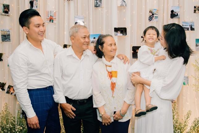 Những bí mật đằng sau buổi cầu hôn lãng mạn của MC Hà Trinh và bạn trai Việt kiều ảnh 2