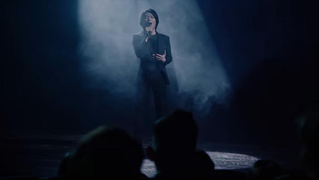 """Hình ảnh lầy lội của Quang Trung bị """"phá tan"""" bởi loạt ảnh nhá hàng trong MV mới  ảnh 4"""
