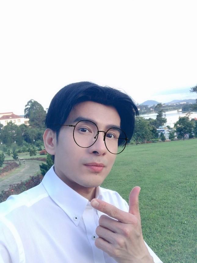 """Đan Trường để lại kiểu tóc 2 mái """"huyền thoại"""" trong MV """"Nắng sân trường"""" phiên bản mới ảnh 2"""