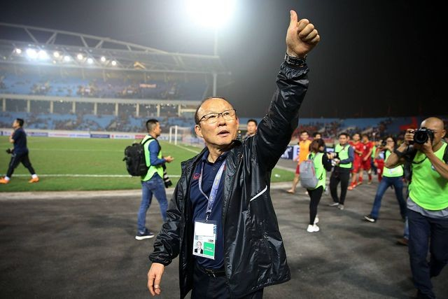 HLV Park Hang Seo ưu tiên ký hợp đồng với bóng đá Việt Nam ảnh 1