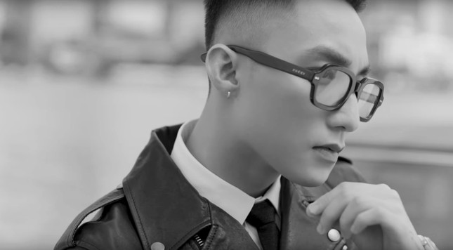 """Fan """"hú hét"""" khi Sơn Tùnglộ diện cực nam tính trong trailer """"Sky Tour 2019"""" ảnh 4"""