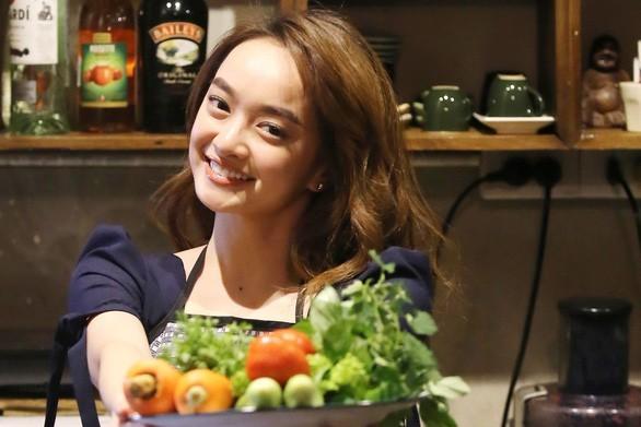 """Ăn ngon dáng đẹp với một loạt món ngon do chính Kaity Nguyễn tự tay """"make-up"""" ảnh 2"""
