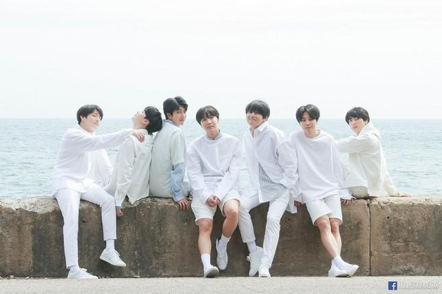 Mấy ai hạnh phúc như BTS, được tặng hẳn một album made-by-ARMY ảnh 2